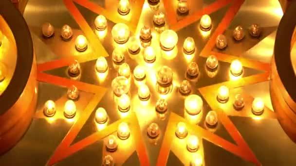 közeli felvétel a hollywoodi El Capitan Színház neon fényeiről éjszaka