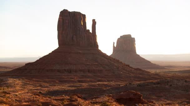 Monument Valley Sunrise East és West Mitten Buttes Time Lapse