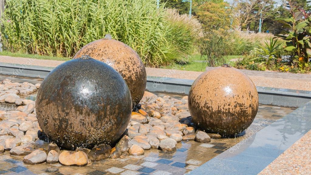 Fuentes de la esfera de piedra de piscina foto de stock pierreolivier 128170708 Fuentes de piedra antiguas