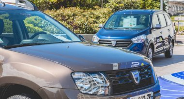 Close up on cars on Dacia Tour 2017