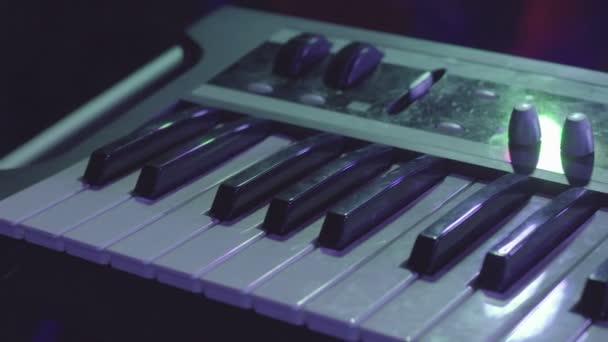 elektronischer Keyboard-Musikinstrumentensynthesizer