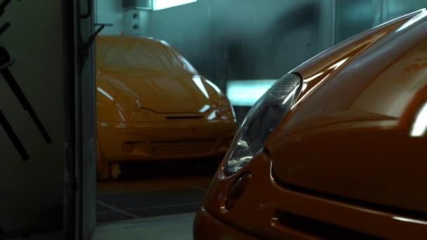 Atölye Başka Bir Renkte Araba Boyama Stok Video Cobectbhaxgmail
