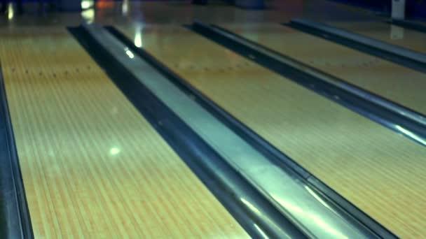 Bowlingové koule na bowlingu Zpomalený pohyb