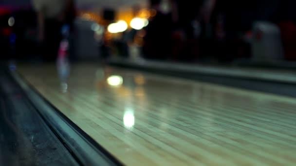 Bowlingové koule na kuželky lane dřeva pomalý pohyb