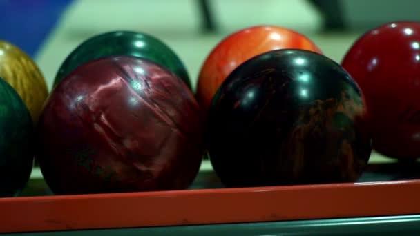 Vícebarevná bowlingové koule pro bowling hra