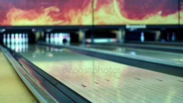 Bowlingové koule na dřevěné bowlingu Zpomalený pohyb
