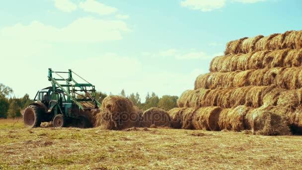 Chłodny Na wiejskich pola rolkach rolnictwo traktor transport słomy BE95