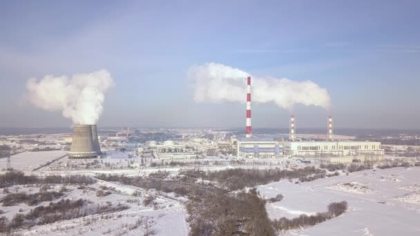 Schornsteine und Industrierohre am Kraftwerk aerial Landschaft ...