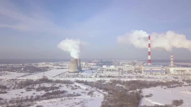 Rauchen Sie-Stacks und Kessel Rohre am Kraftwerk aerial Landschaft ...