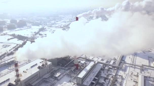 Blick vom fliegenden Drohne Rauch Wolken aus Kessel Rohre am ...