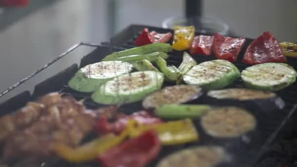 Barbecue grill finom sült hússal. Vértes