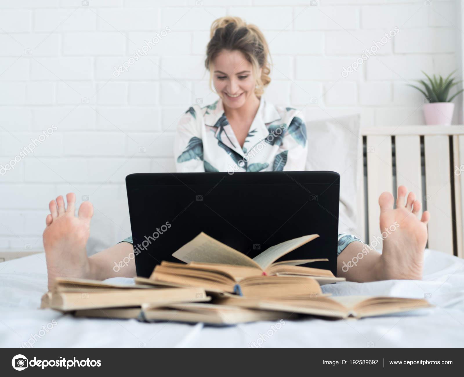 Крупным планом между ног на фото, порно кунилингус для блондинки