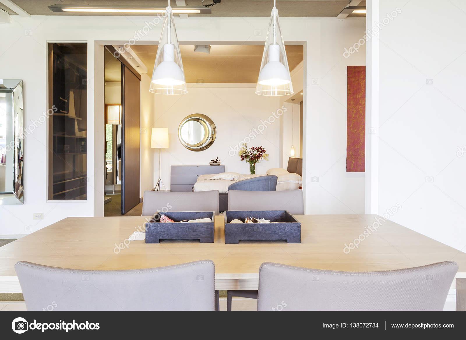 Moderne Ferienwohnung im neuen Luxus-Wohngebäude — Stockfoto ...