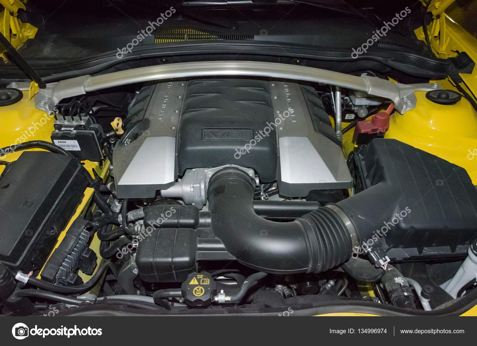 Der Motor eines Chevrolet Camaro SS — Redaktionelles Stockfoto ...