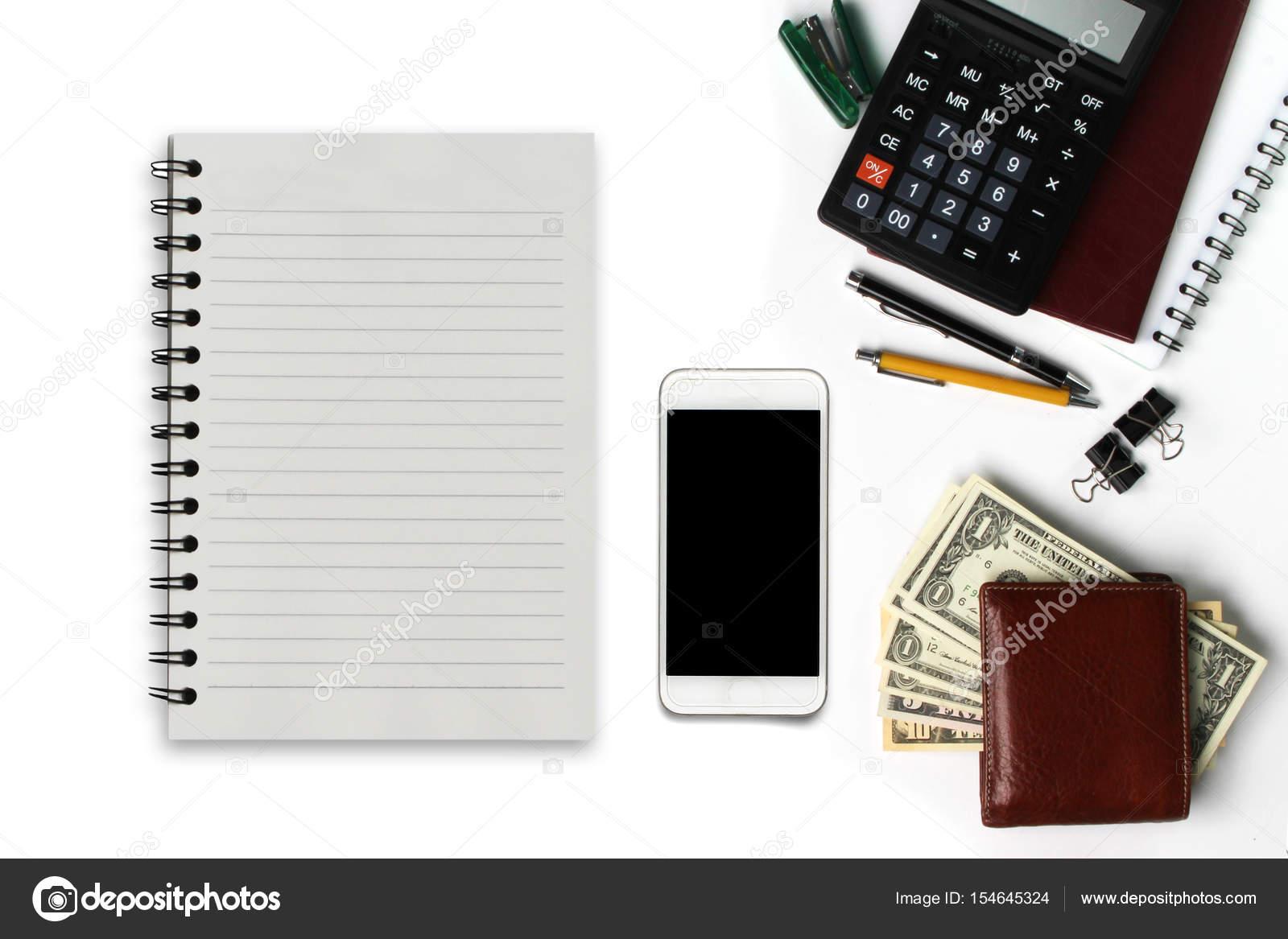 5ed5f3286c0 Witte Bureau met smartphone met zwart scherm, pen, portemonnee — Stockfoto