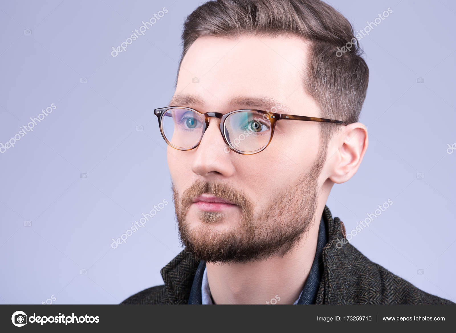 d1296c8457d6 Stylish men's glasses. Closeup portrait of young man with beard and  mustache — Stock Photo