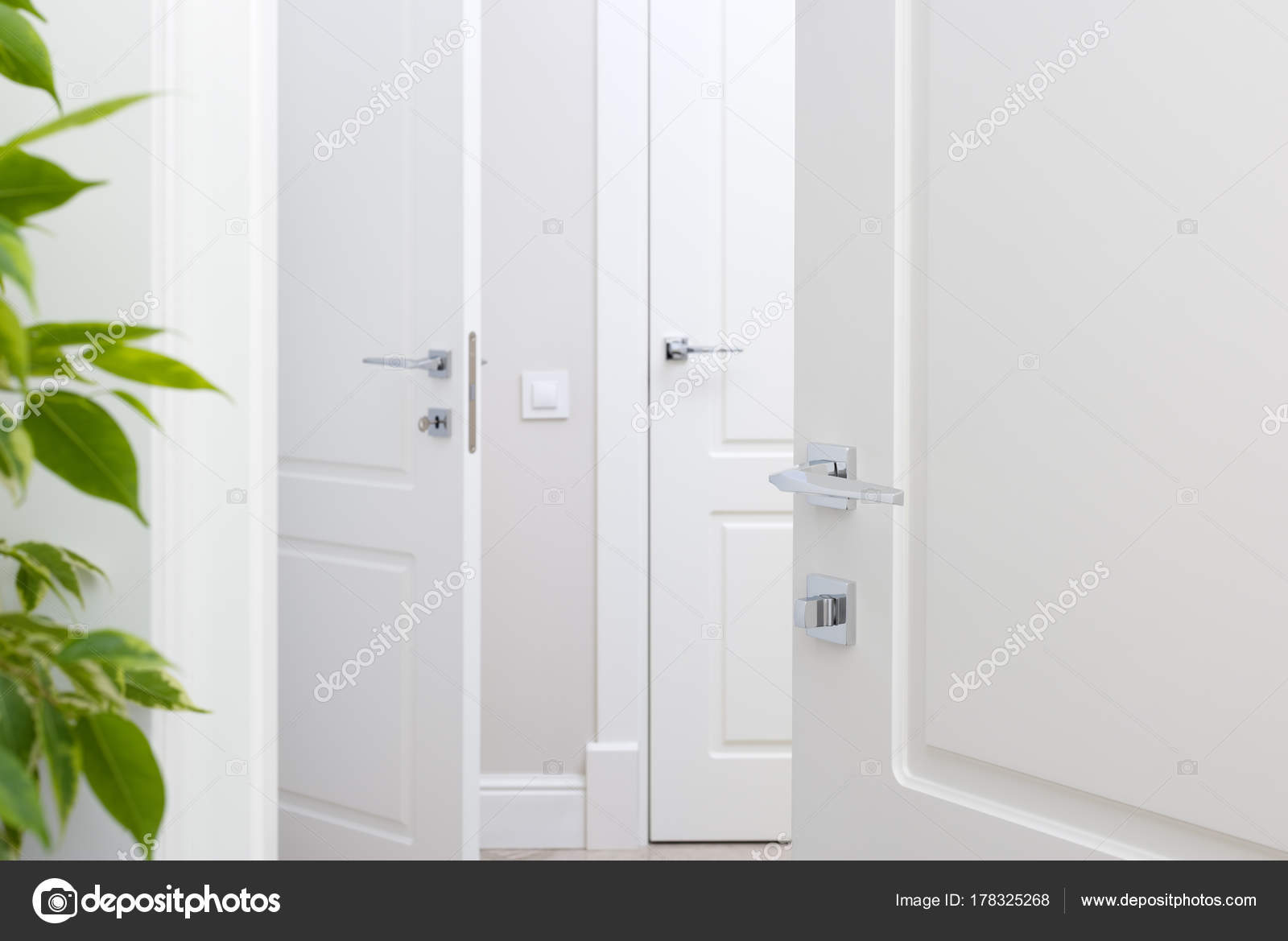 Porta Bianca Moderna.Maniglia Per Porta Moderna Cromo Sulla Porta Bianca Bello