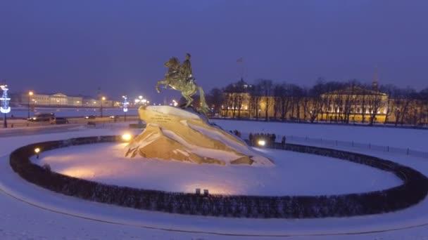 Bronze Horseman Měděná socha Petra Velikého Senátního náměstí v Saint Petersburg, Rusko. Sníh