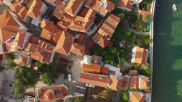 Oude budva montenegro oude vesting omgeven adriatische zee