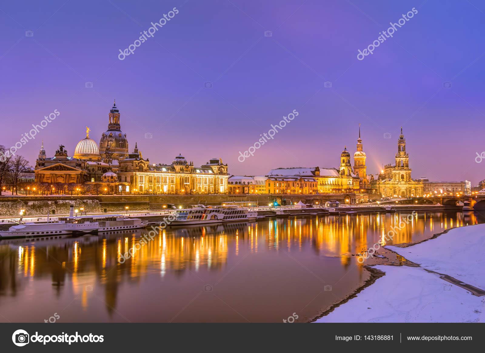 Schön Skyline Dresden Das Beste Von Historische In Der Altstadt Im Winter —