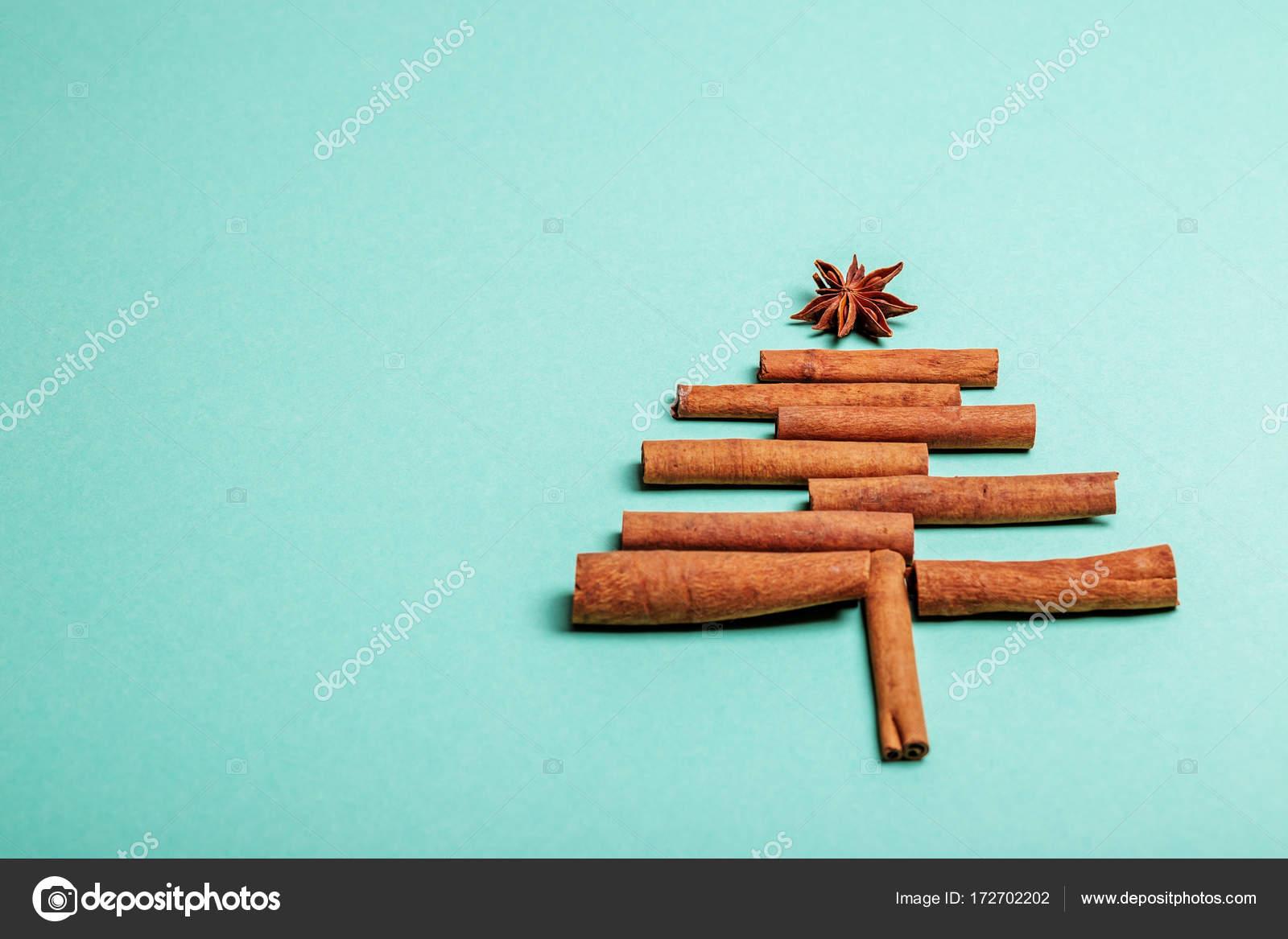 Neujahr-Hintergrund mit Zimt. Konzept, Frohe Weihnachten, neu ...