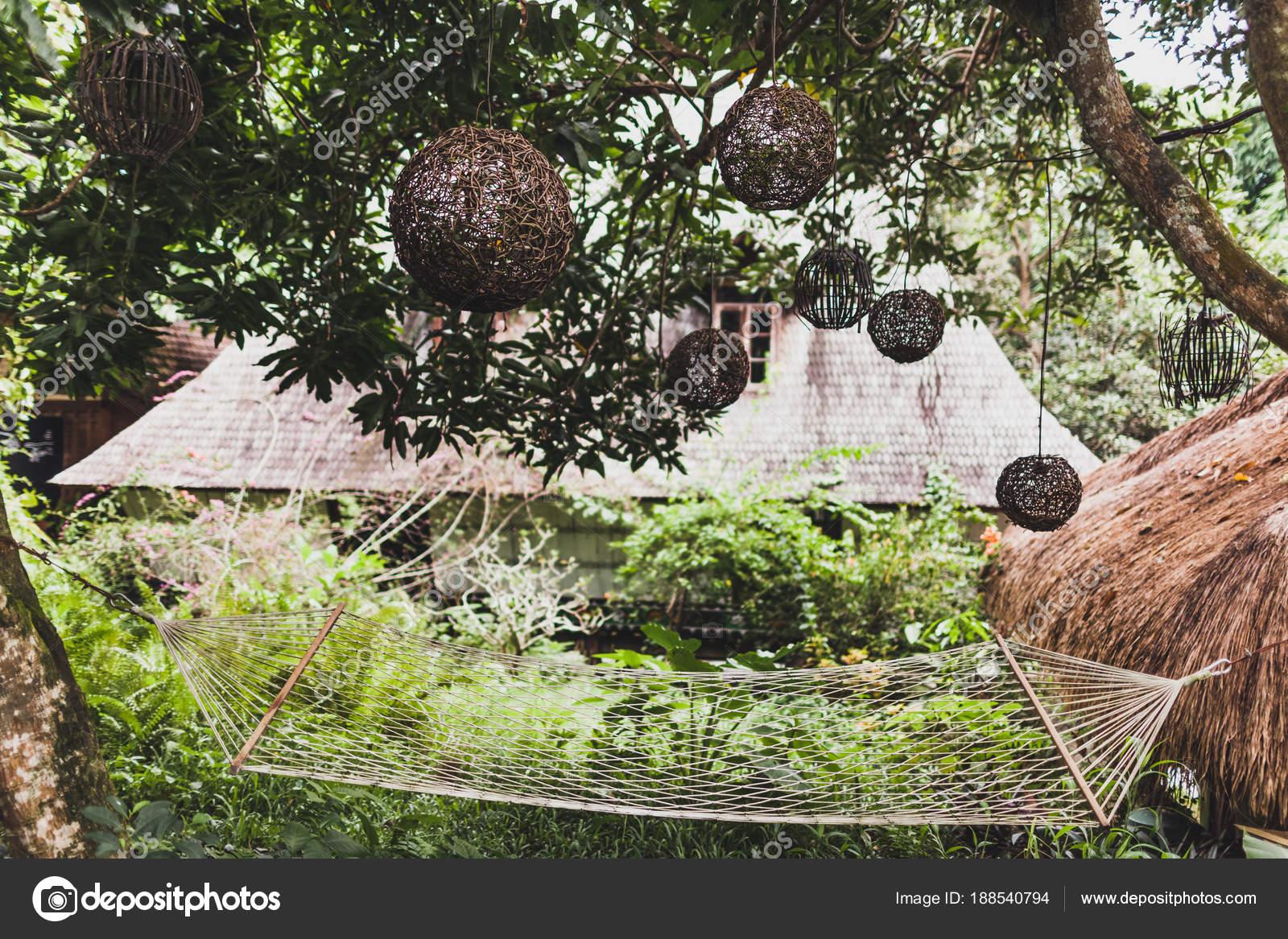 Hängematte Garten Mit Peddigrohr Handgefertigte Lampen Tropischen