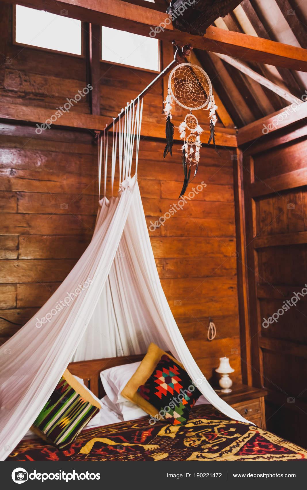 Hippie Stil Aus Holz Zimmer Mit Traditionellen Bett Durch Bunte