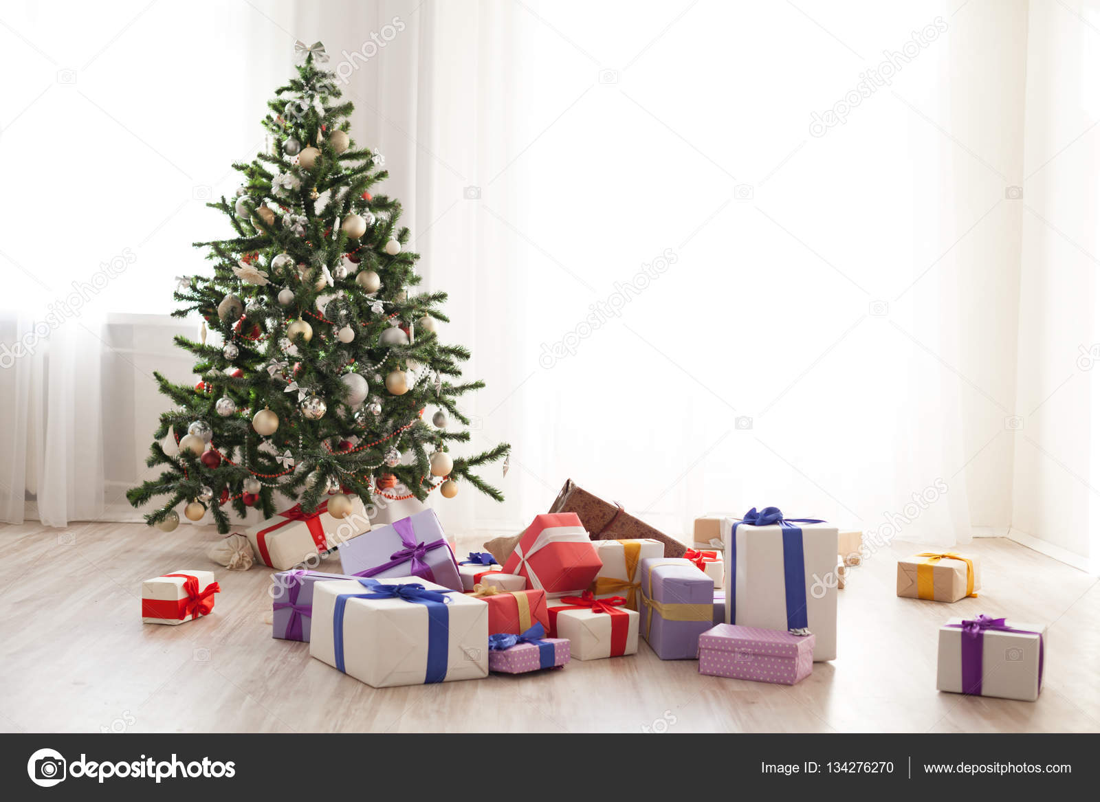 Christmas tree lots of gifts in a bright room — Stock Photo ...