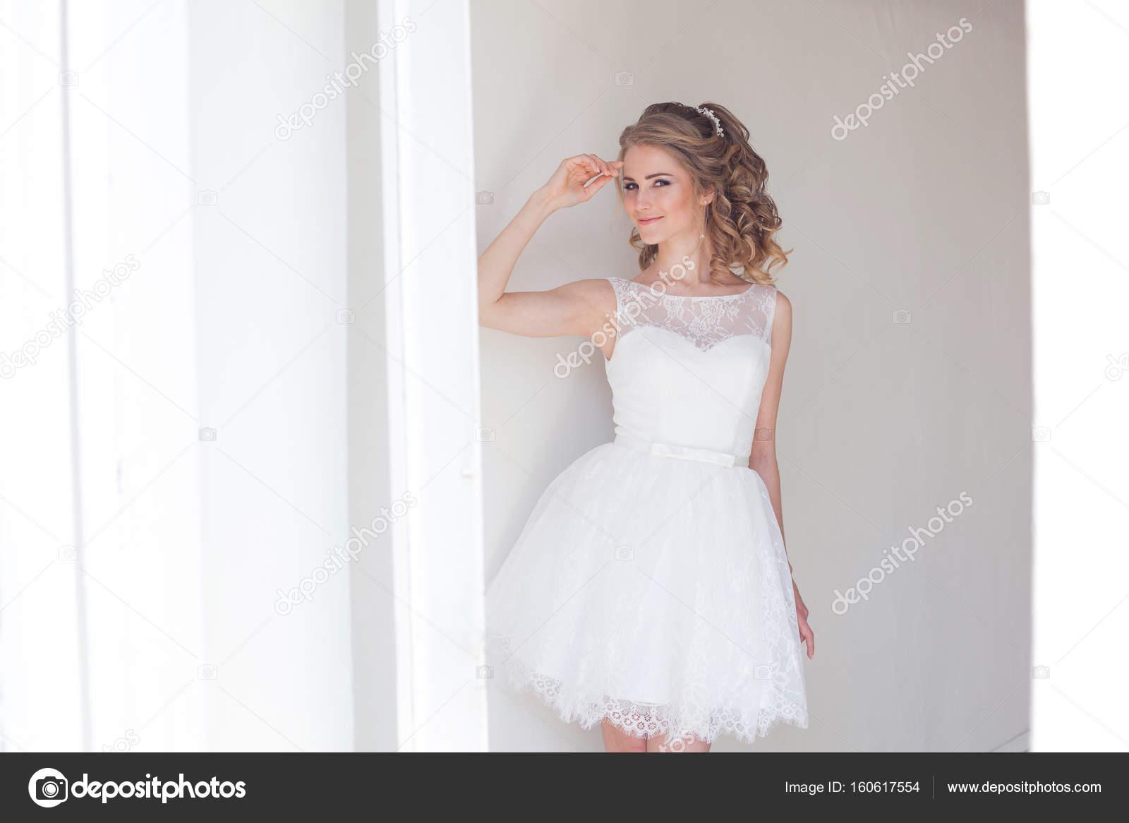9170b733d919 Hezká dívka v krátké bílé svatební šaty 1 — Fotografie od  dsimakov-foto.mail.ru