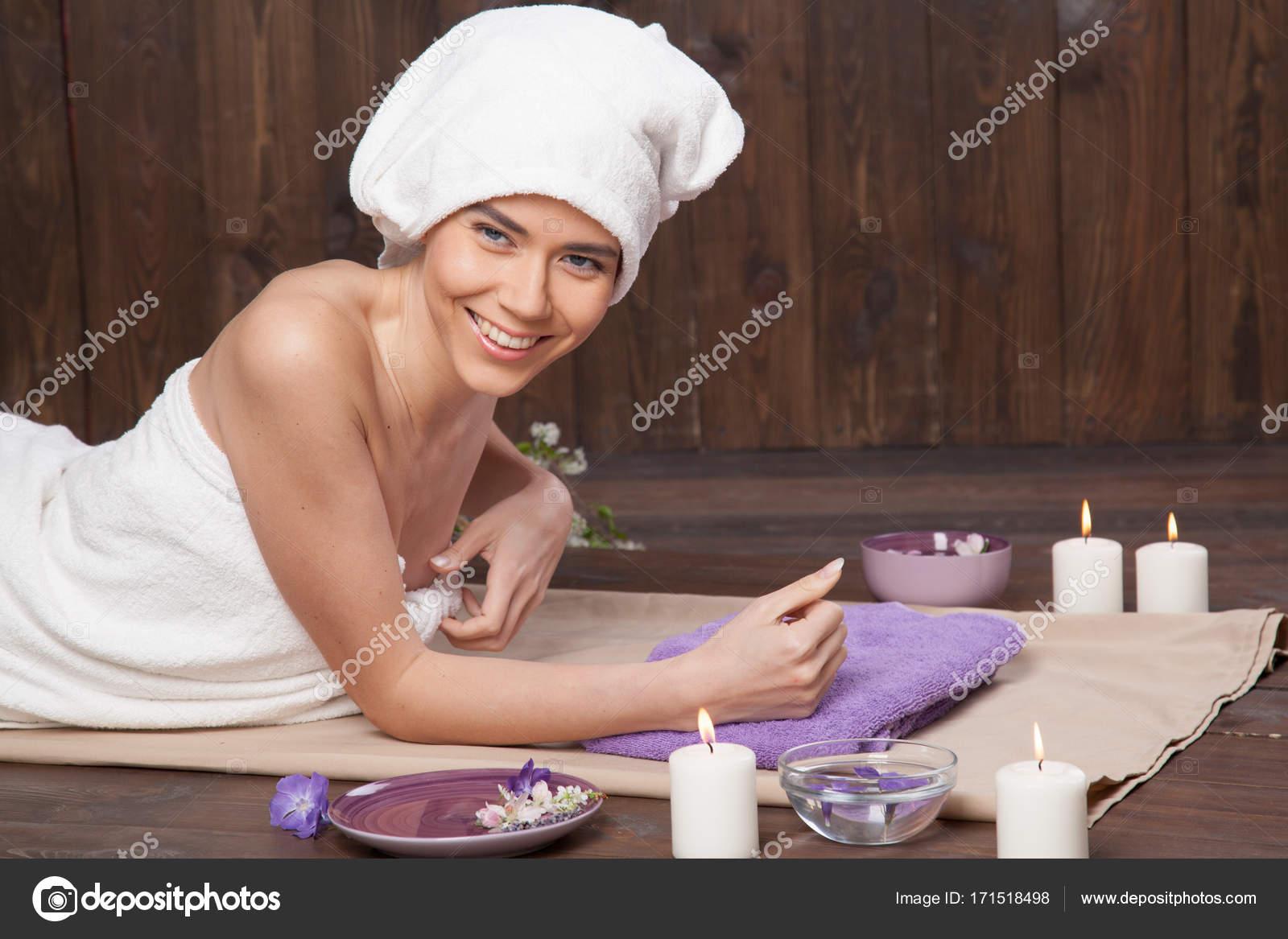 Сауна с массажем от девушек секс скользки массаж