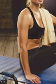 Fotografie beautiful athletic woman workout at home