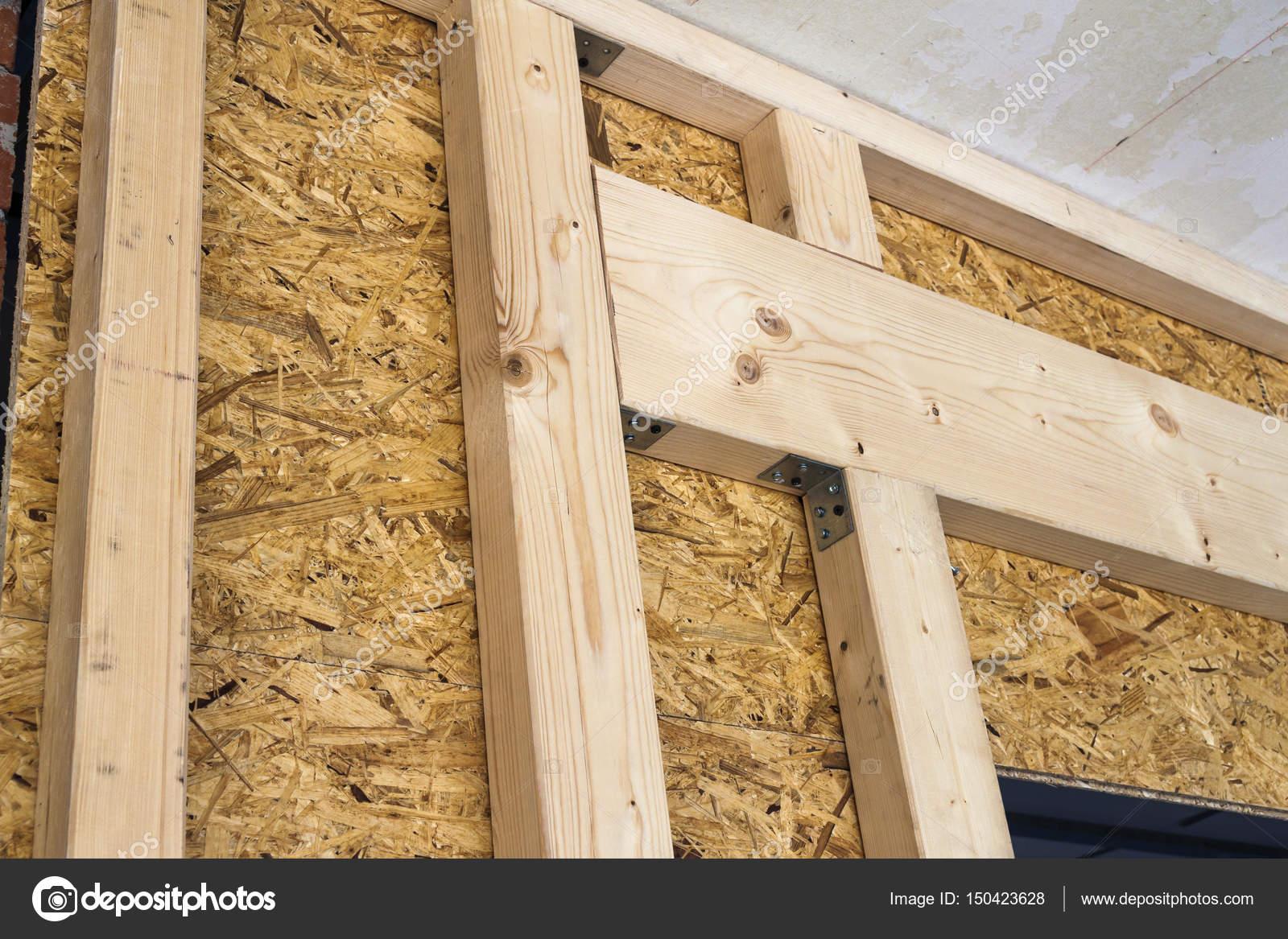 Construcción de muros de madera del marco de un nuevo sitio de casa ...