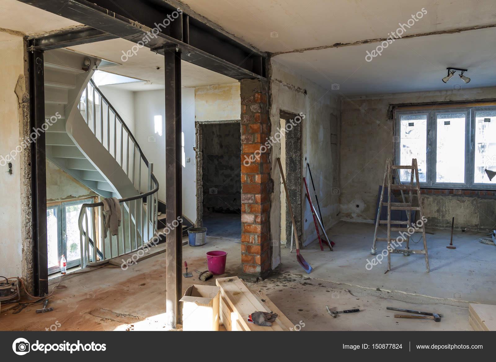 Interno Di Una Casa In Costruzione. Lavori Di Restauro Di Un Apartme U2014 Foto  Stock