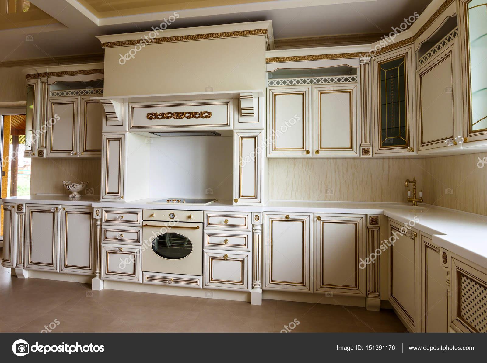 Luxuriöse moderne Einbauküche Interieur. Küche in Luxus zu ...