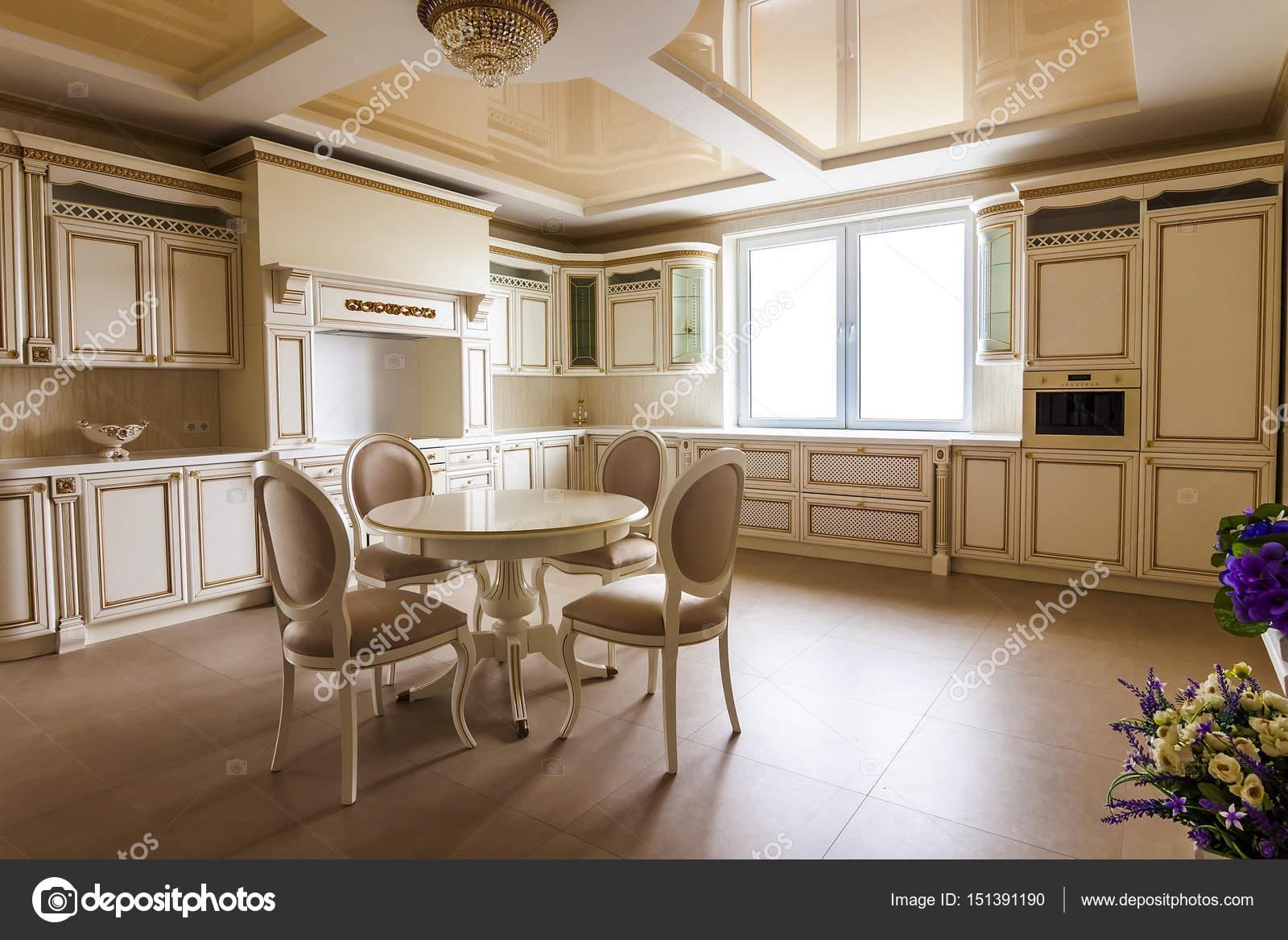 Interiore di lusso della moderna cucina attrezzata. Cucina di lusso ...