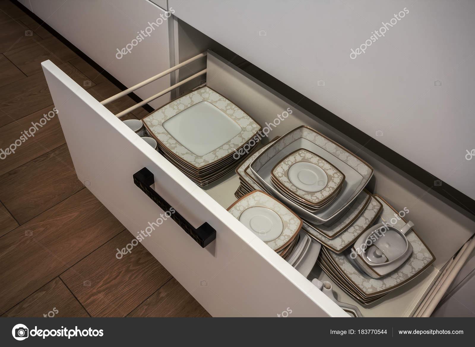 Aanbouw Open Keuken : Open keuken lade met platen binnen een slimme oplossing voor