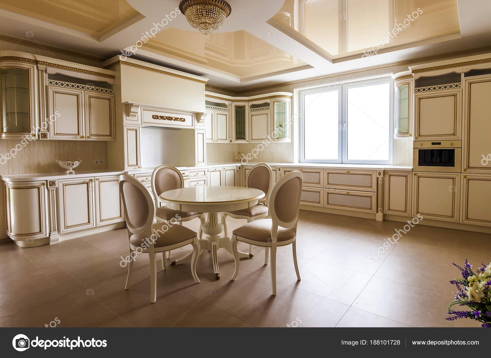 luxuri se moderne einbauk che interieur k che in luxus zu hause wi stockfoto bilanol. Black Bedroom Furniture Sets. Home Design Ideas