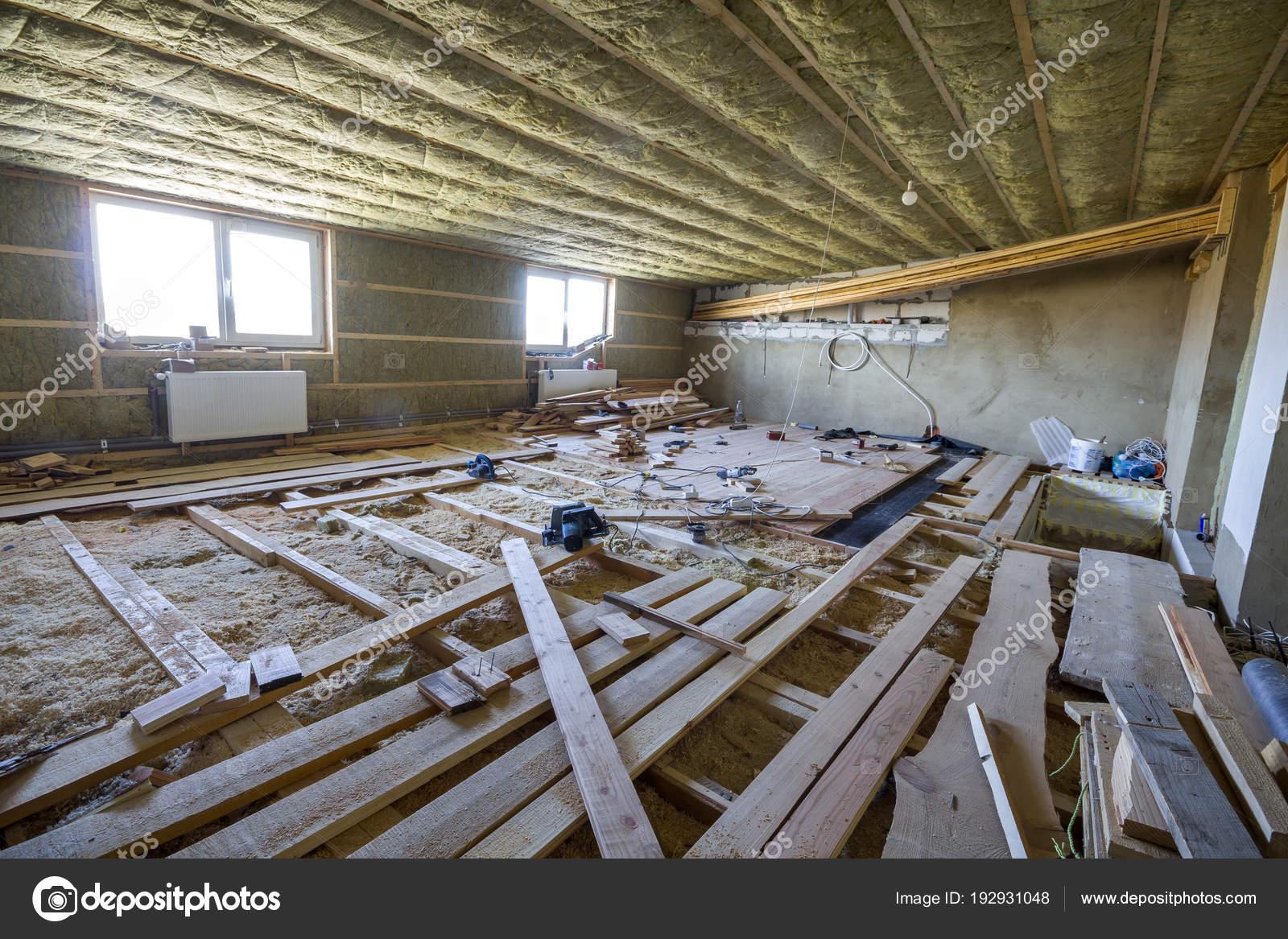 Welcher Fußboden Im Dachboden ~ Große geräumige helle dachboden zimmer im bau und renovierung