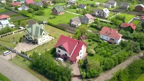 Lakások légi rálátása a vidéki lakónegyedre.