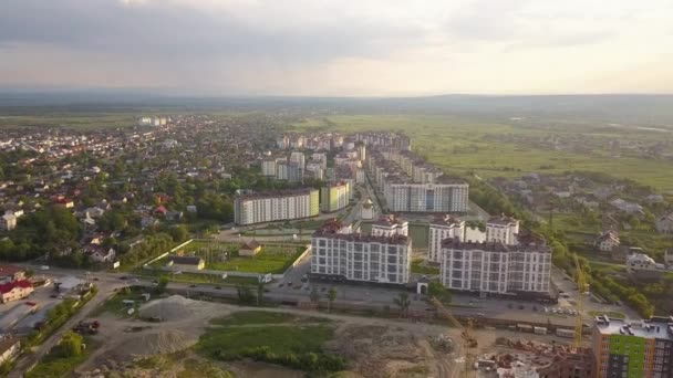Légi kilátás lakóövezeti terület apartman épületek és utcák Ivano-Frankivsk város, Ukrajna.