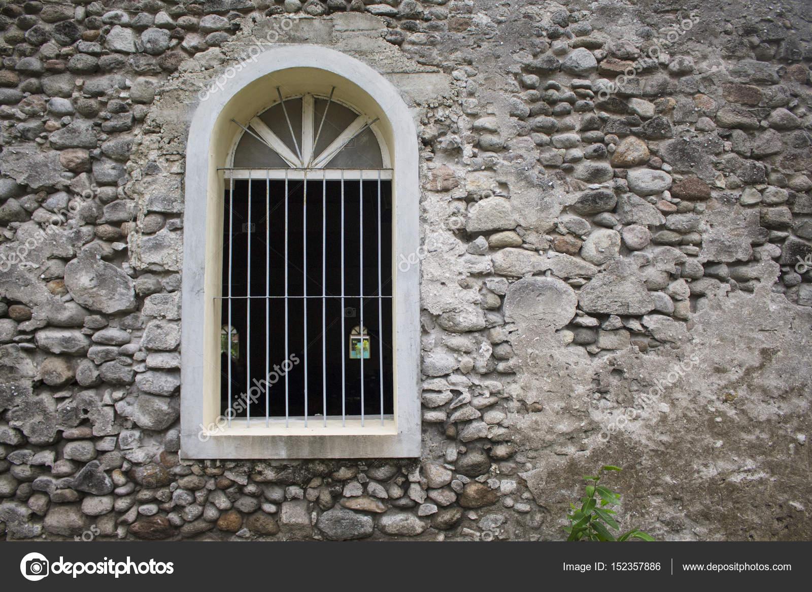 Fenêtre Blanche Dans Le Vieux Mur De Pierre Grise Ancienne
