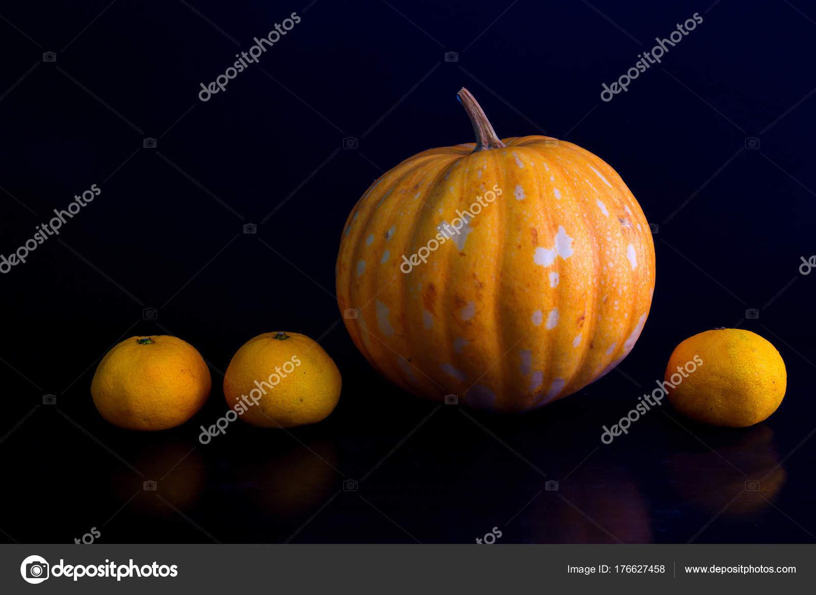 Foto Calabaza Naranjas Amarillo Sobre Fondo Negro Cosecha Frutas ...