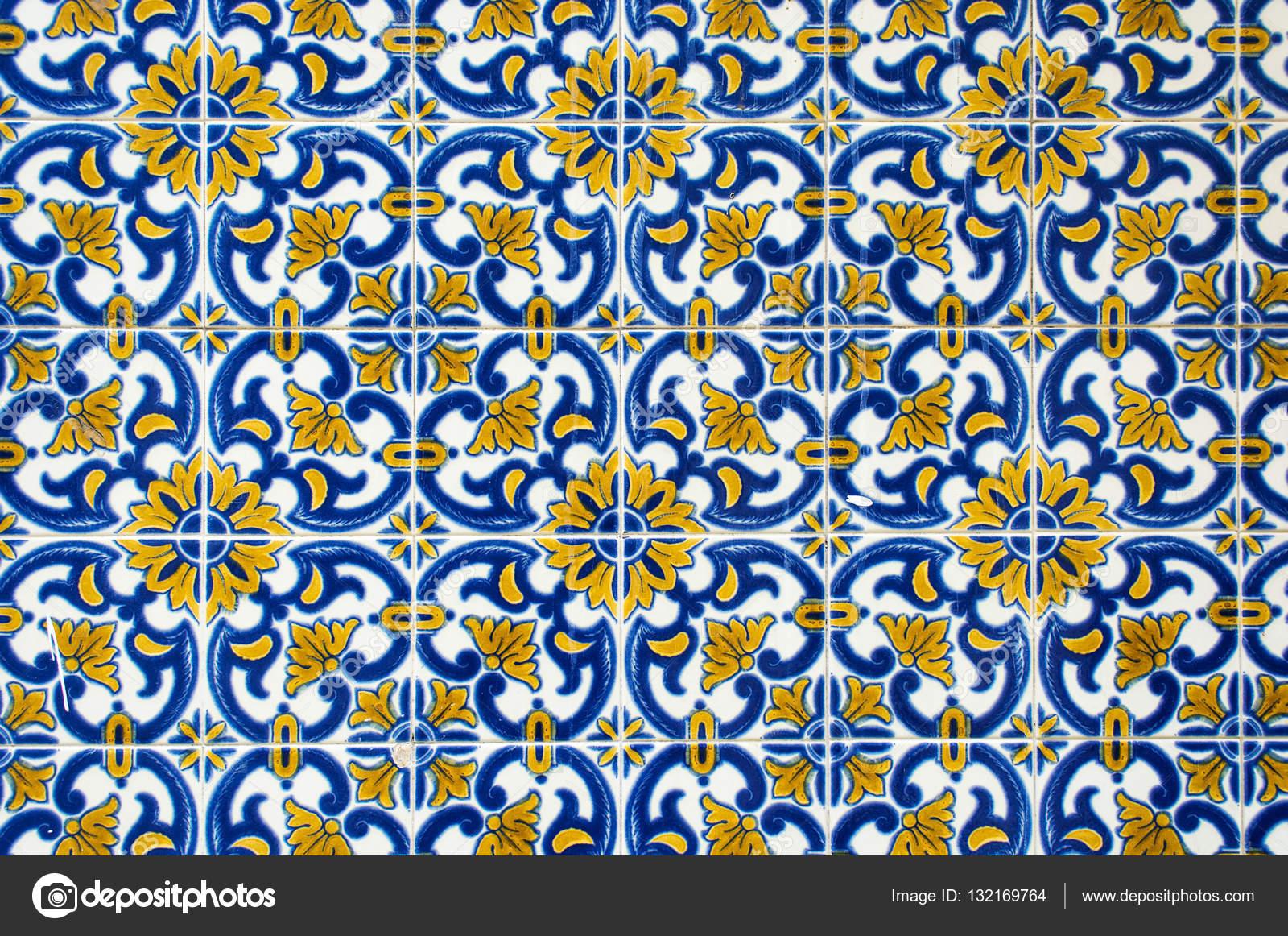 Azulejos Traditionelle Portugiesische Fliesen Stockfoto - Portugiesische fliesen azulejos