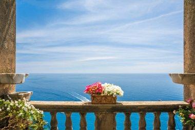 """Картина, постер, плакат, фотообои """"красивый вид на море в городе Позитано с антикварной террасы с цветами, побережье Амальфи, Италия"""", артикул 182095472"""