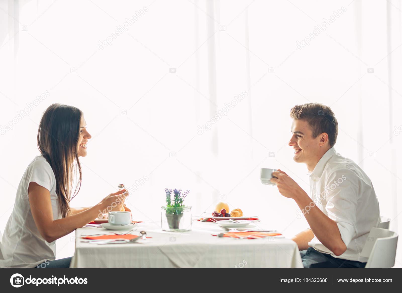 Γνωριμίες site συνάντηση για μεσημεριανό γεύμα