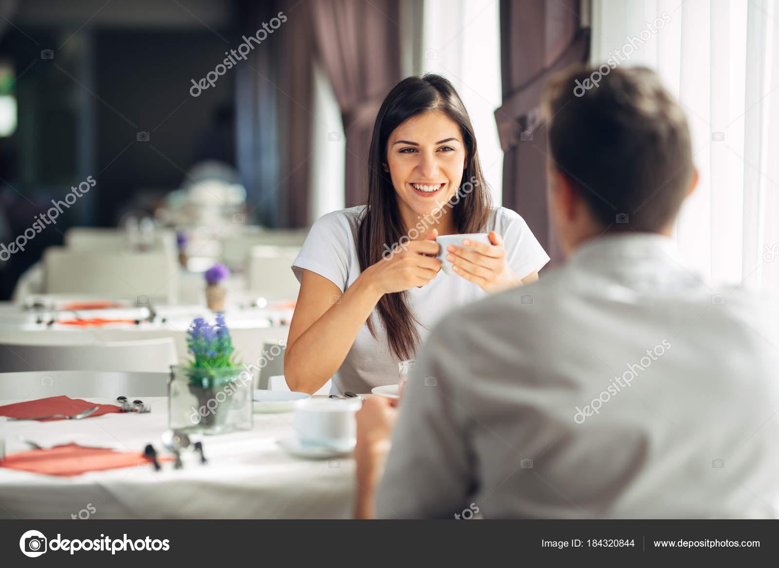 Datazione donna che passa attraverso un divorzio