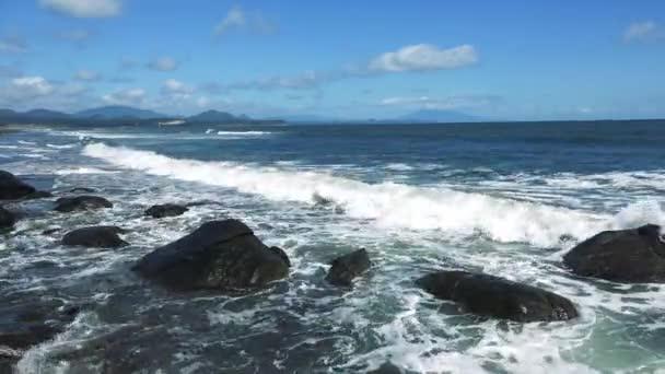 A tengerpart a sziget Kunashir