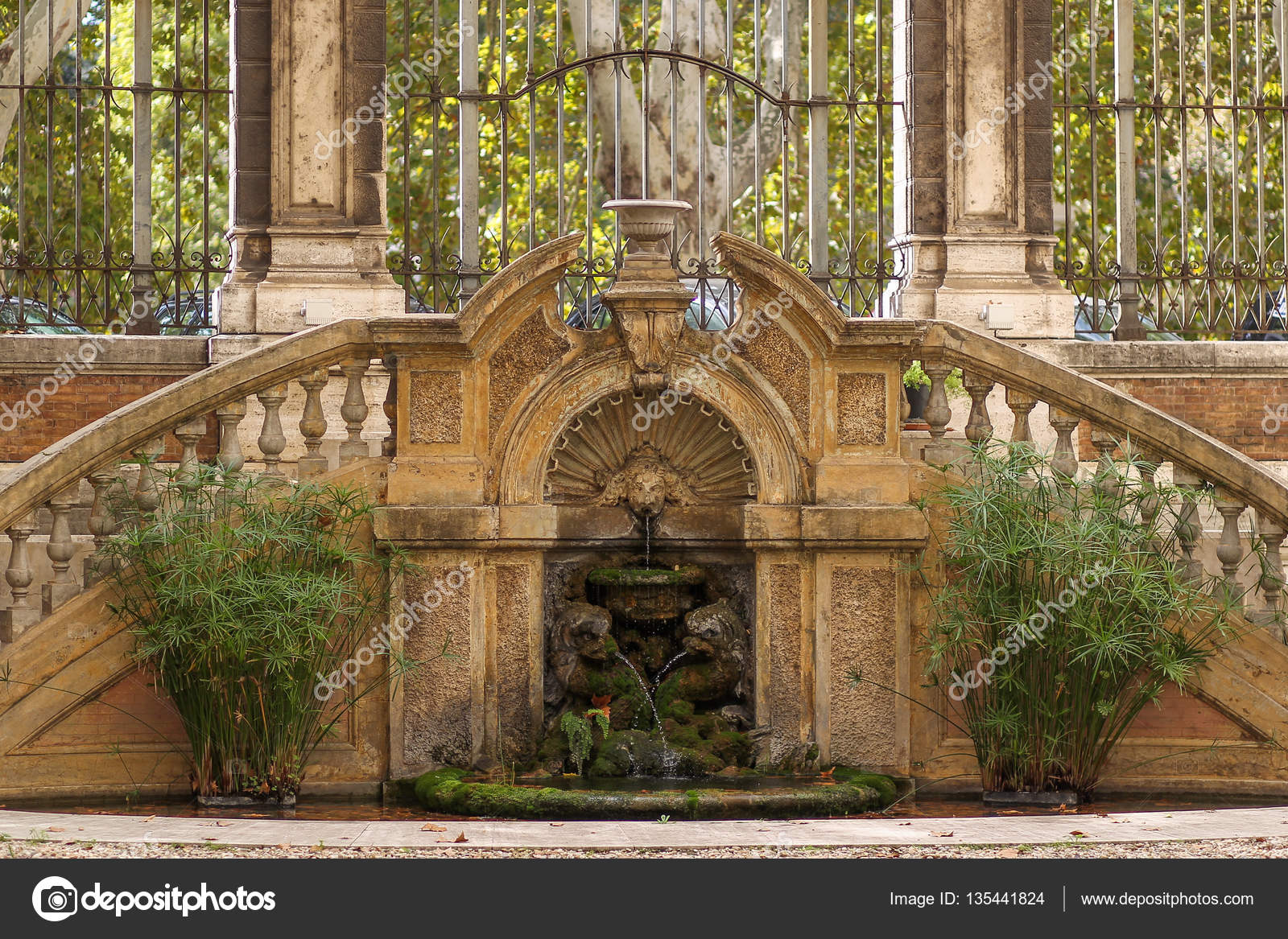 Inneren Renaissance Brunnen In Rom, Italien U2014 Foto Von Sebasnoo