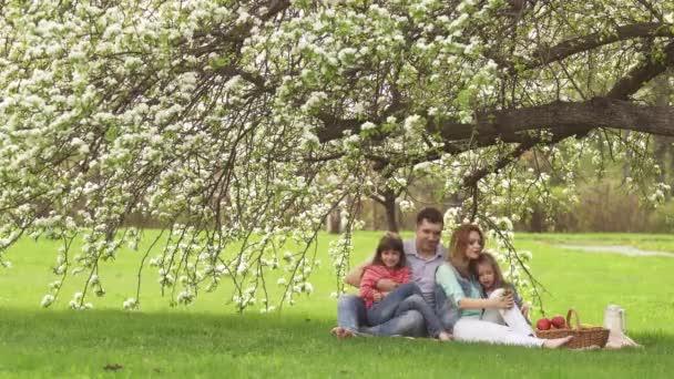 Фото на природе молоде с пап