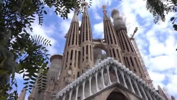 barcelona / spanien - 2. oktober 2016: berühmtestes denkmal barcelonas - die sagrada familia